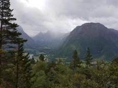 Utsikten innover Isterdalen mot Trollstigen